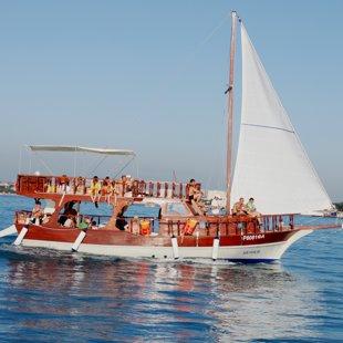 Яхта для морской рыбалки